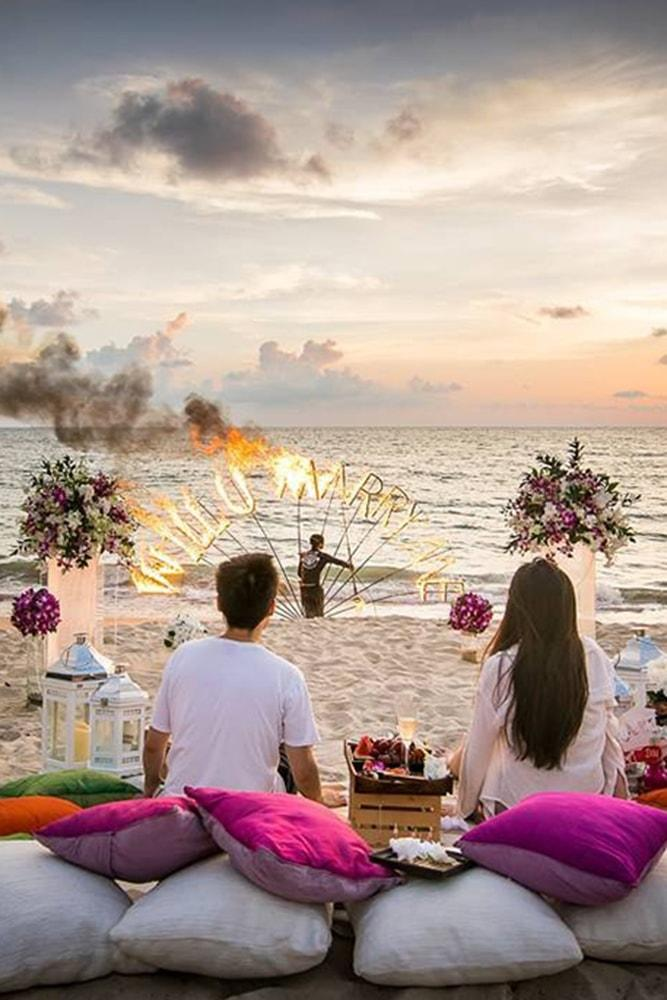 Beach Proposal Ideas Romantic Sunset Dinner Romantic Proposal On The Beach Beautiful Sunset Fire Show