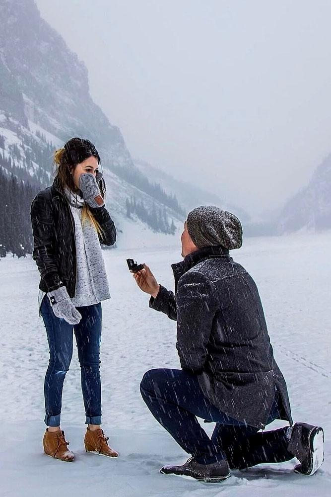 best romantic proposal idea winter proposal
