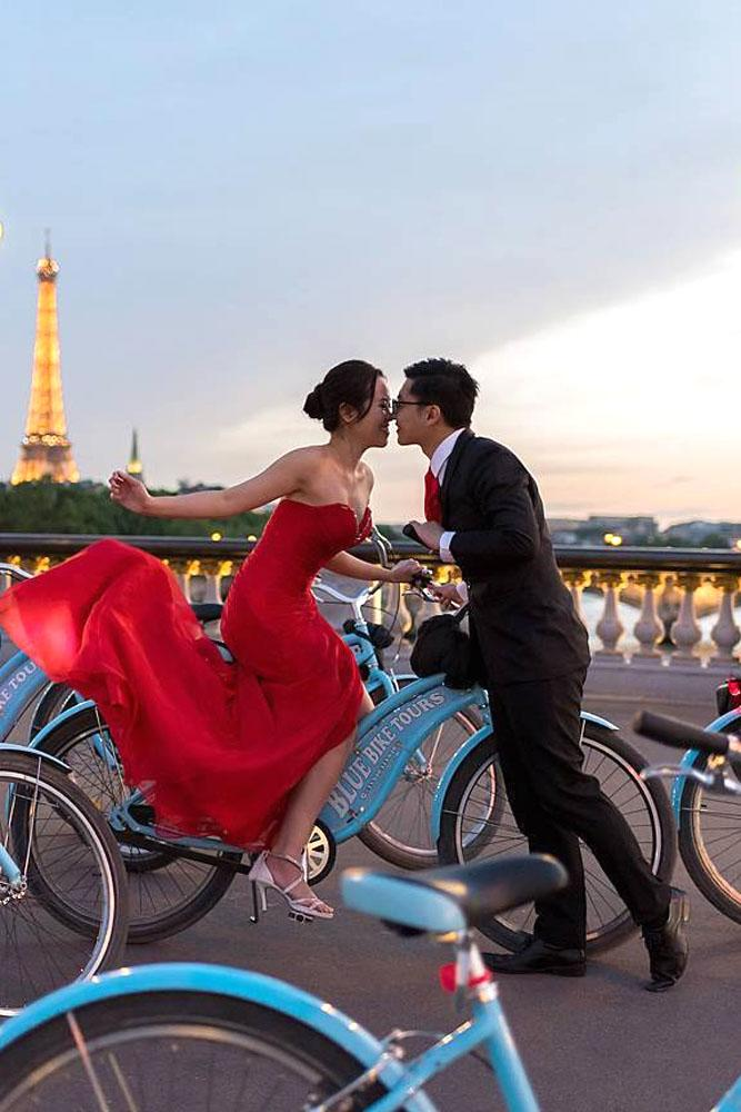 best romantic proposals in paris bike