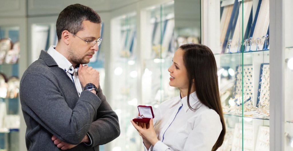 mistakes when man buy engagement rings