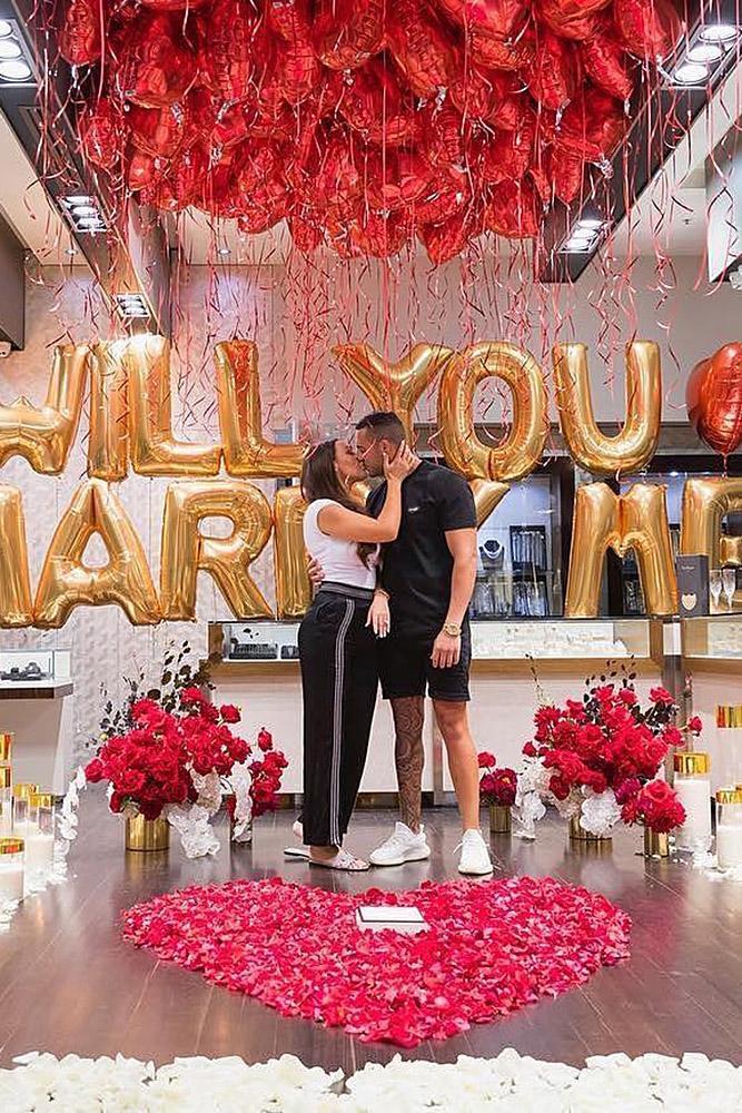 Romantic Hotel Room Ideas: 18 Best Romantic Proposals That Inspire You
