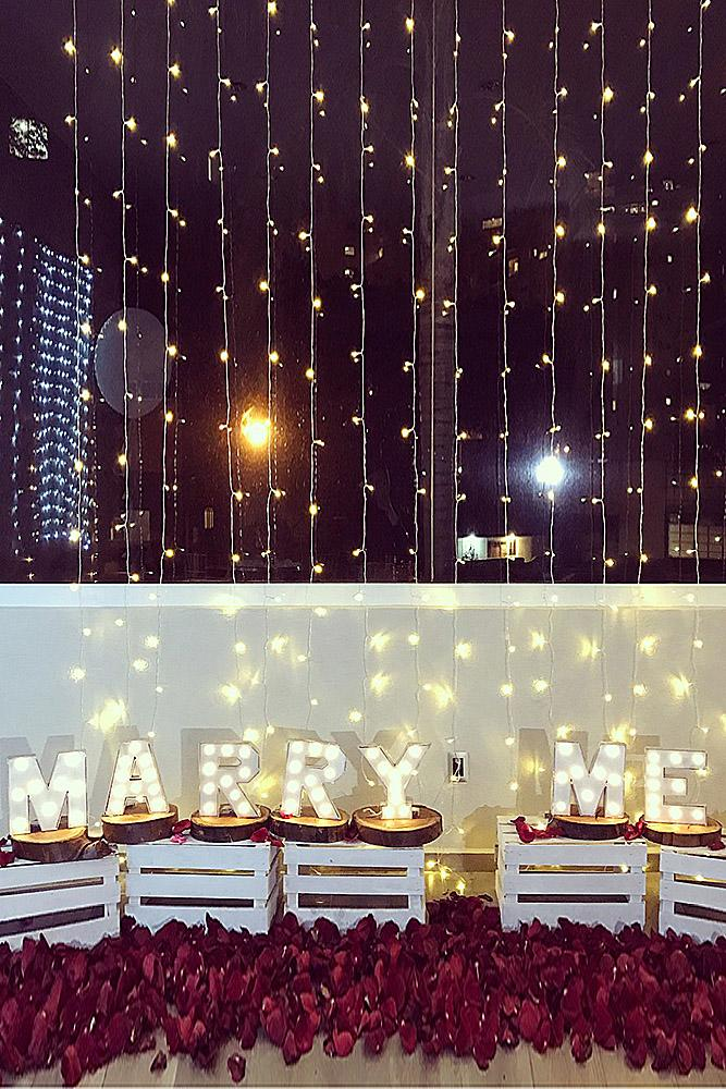 romantic ways to propose lights lettres roses