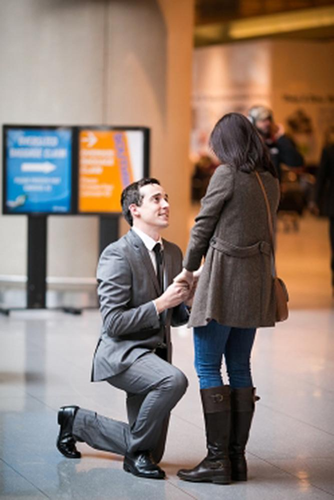 romantic ways to propose man propose a woman at the airport