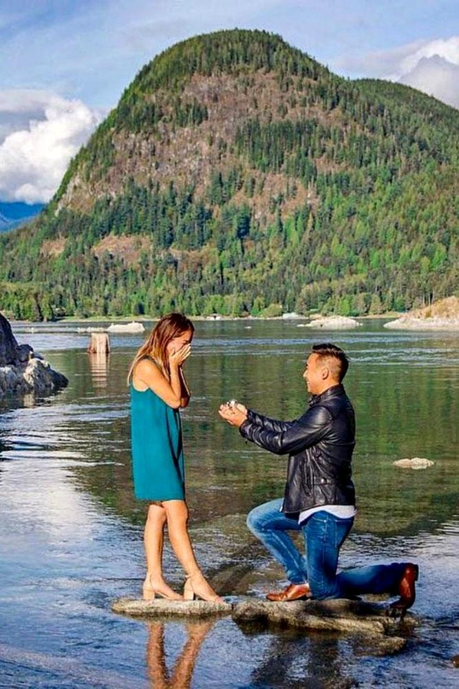 wedding proposal ideas in a park men on one knee ask her on the lake