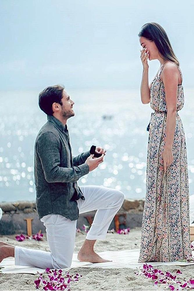 beach proposals man propose a woman