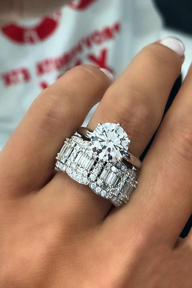 diamond engagement rings gold round cut diamond set modern