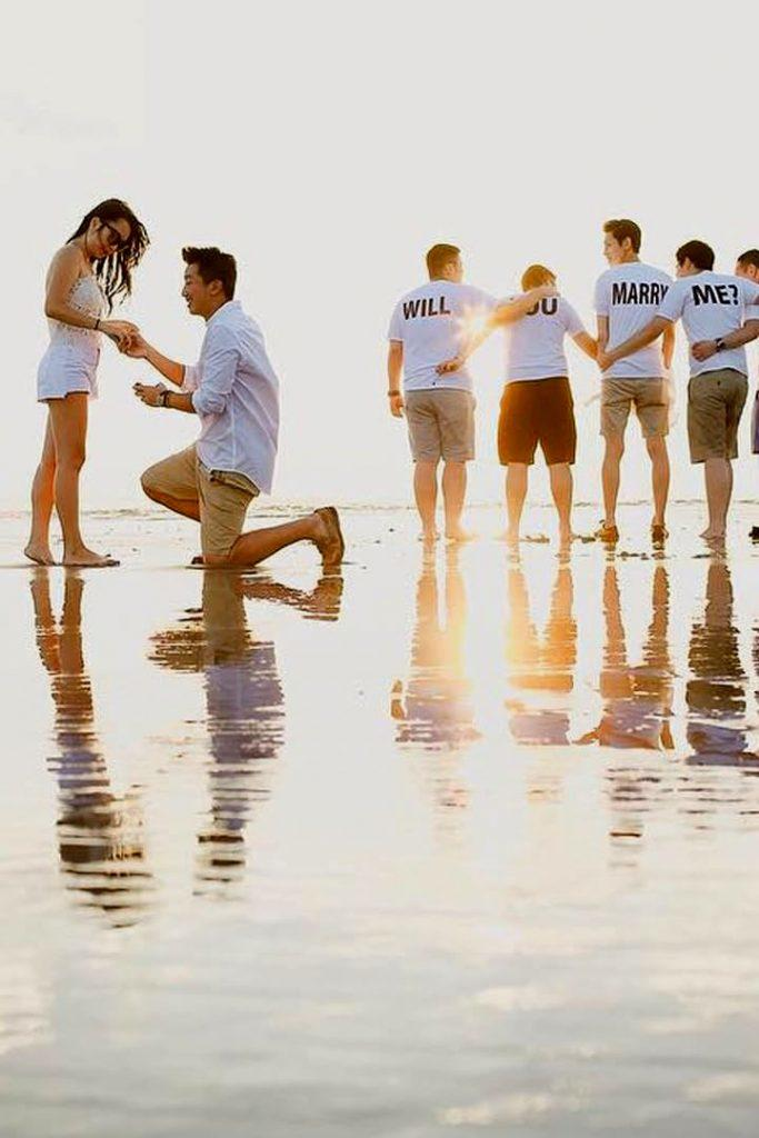 summer proposal ideas beach proposal with friends