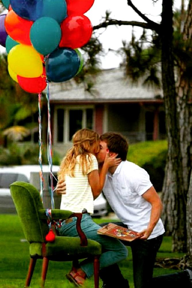 summer proposal ideas with couple and balloons