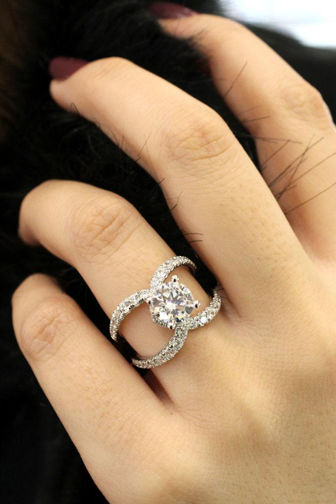 unique engagement rings round center diamond
