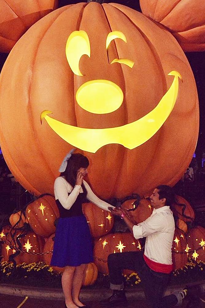 disney proposals halloween-proposal man propose woman