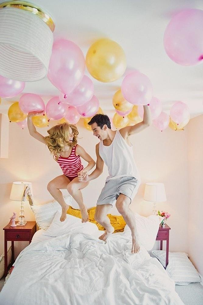 engagement photo ideas balloons funny happy couple