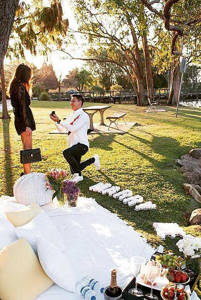 fall proposal ideas man propose a woman picnic
