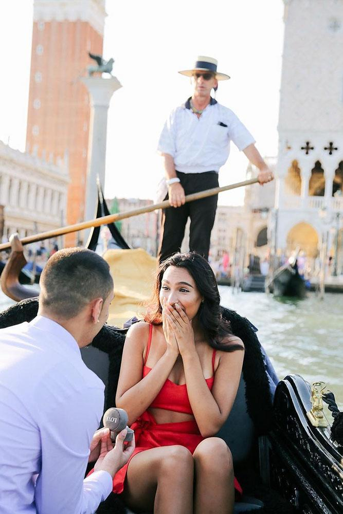 marriage proposal in a boat surprised girl