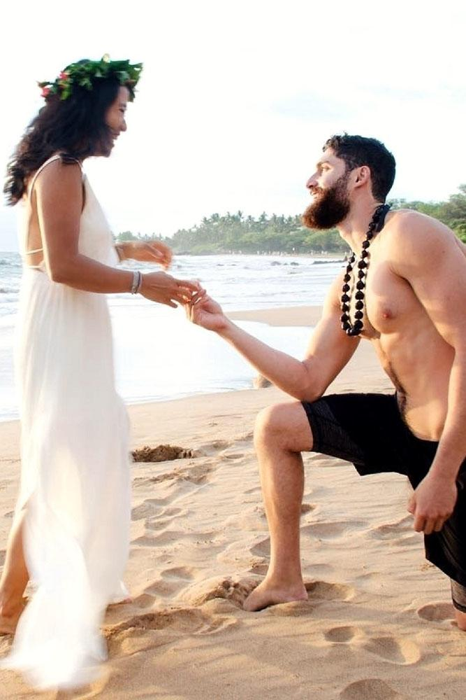 marriage proposal proposing on the beach