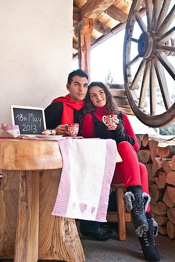 save the date ideas cozy photosession plaids couple