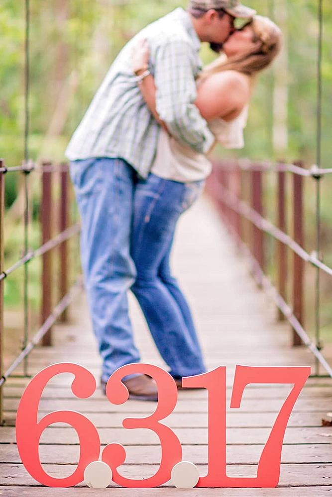 save the date ideas letters couple kissing