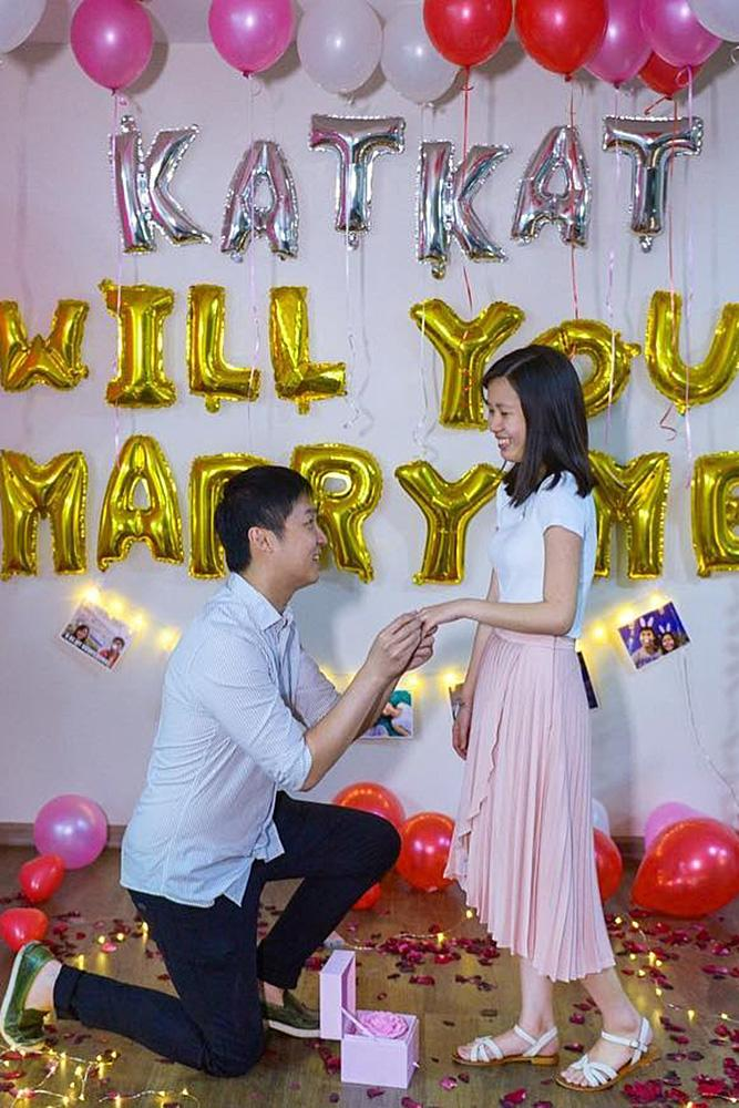 best proposal ideas couple balloons romantic cute
