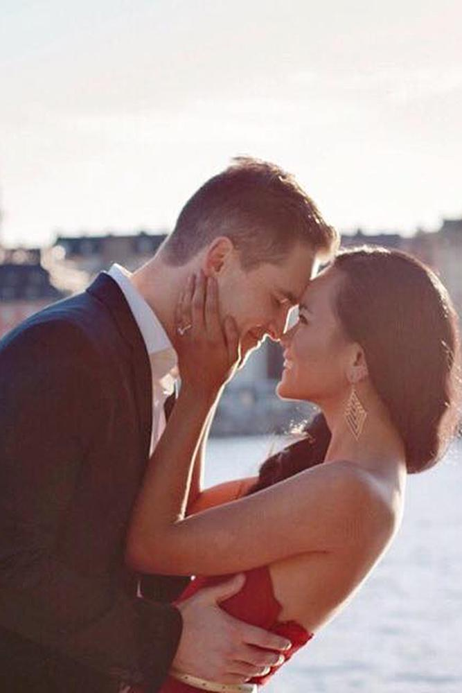 engagement photos couple romantc city view