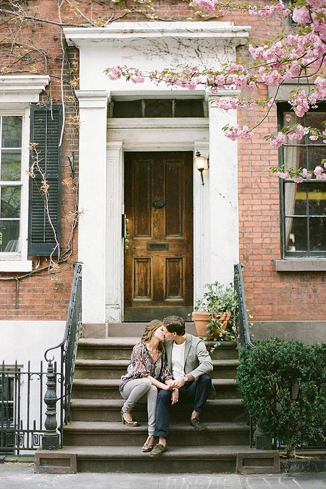 engagement pictures couple sitting and kissing