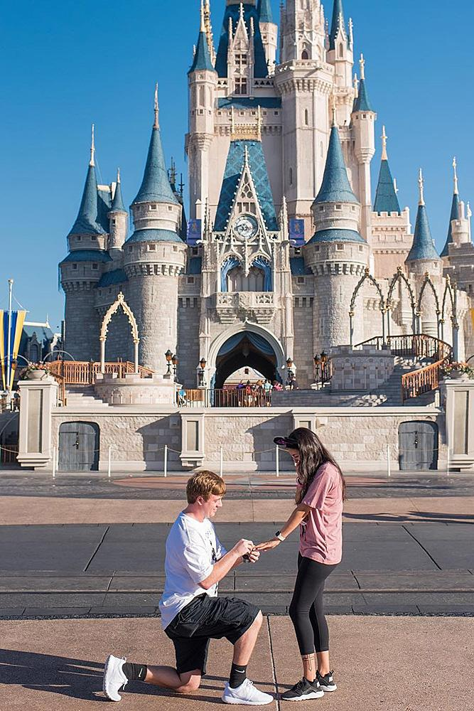 creative proposal ideas man propose a woman disney castle