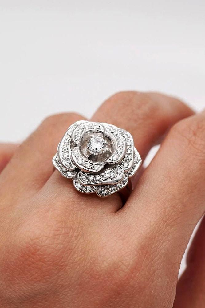 cubic zirconia engagement rings unique cubic zirconia rings-white-gold-round-cut-gemstone in the centre of the rose beautiful