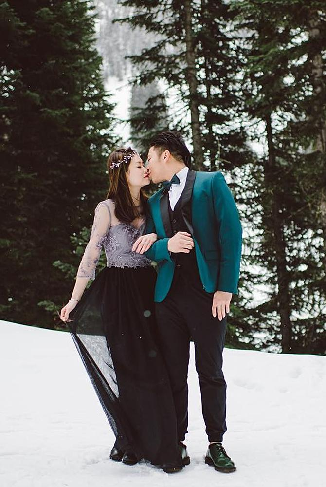winter engagement photos dress photosession couple