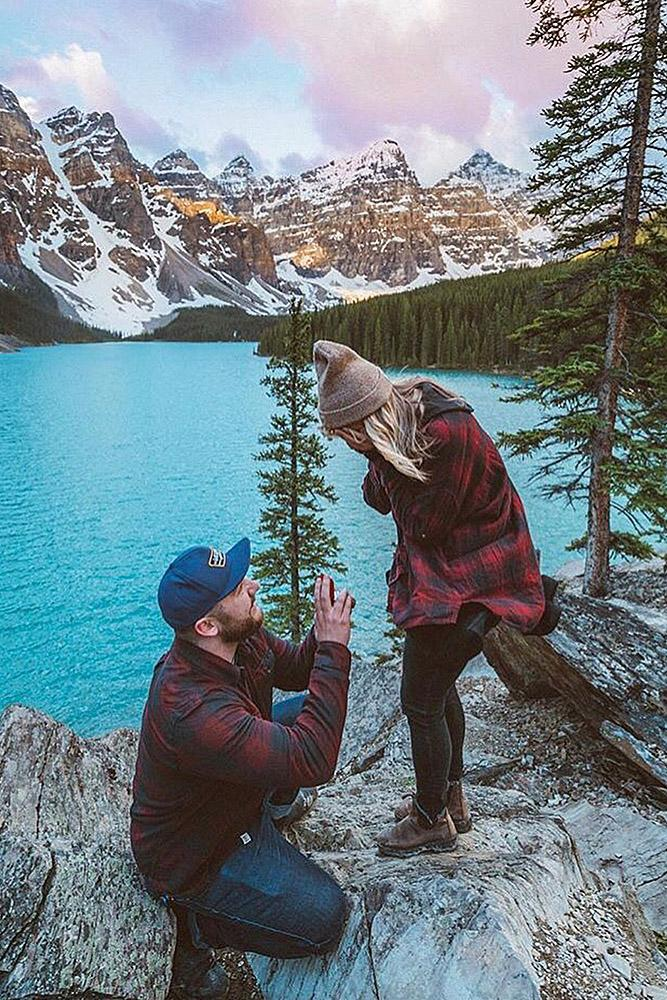 unique proposal ideas man propose woman lake nature