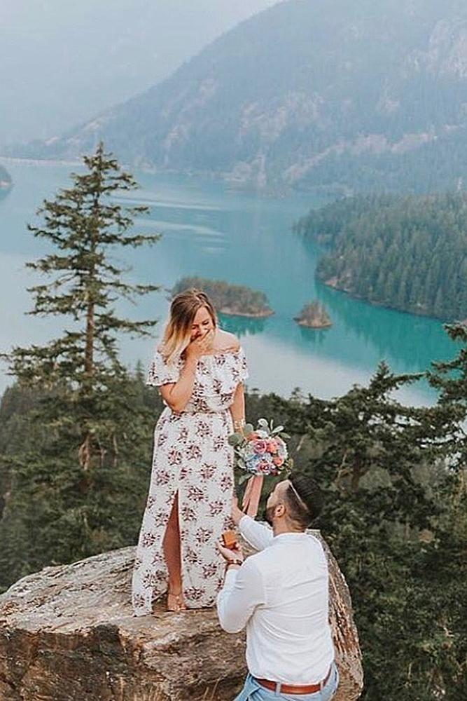 unique proposal ideas romantic breathtaking view couple