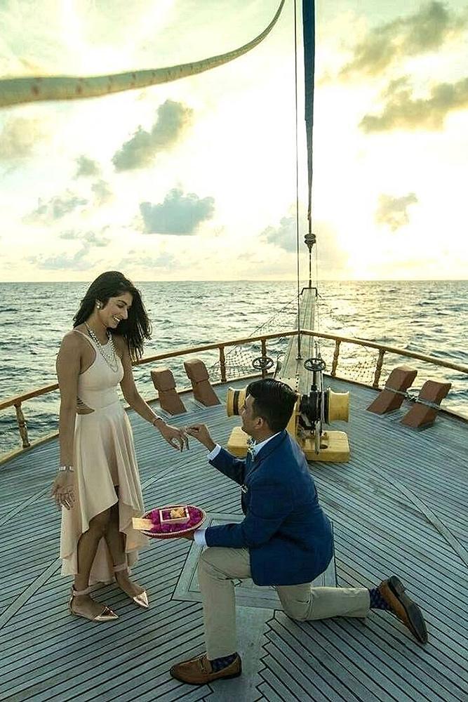 unique proposal ideas romantic engagement at the boat