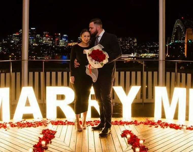 unique proposal ideas romantic engagement roses couple ishnchiips featured