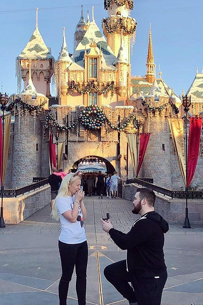 Disney proposal ideas man and woman castle romantic