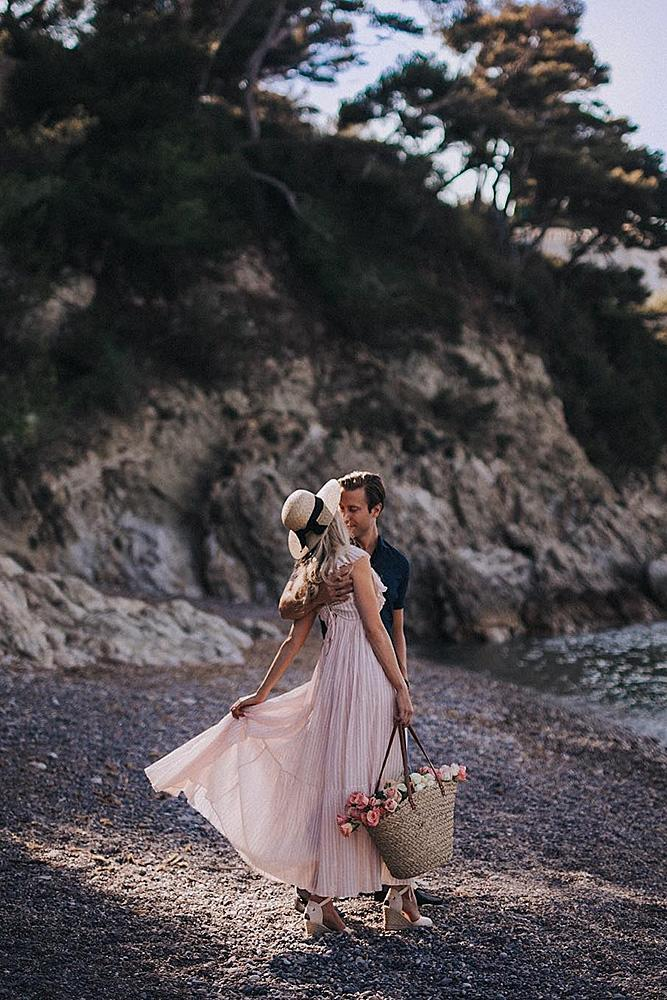 unique engagement ideas beach engaged couple romantic