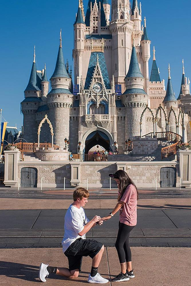 unique engagement ideas man propose a woman disney