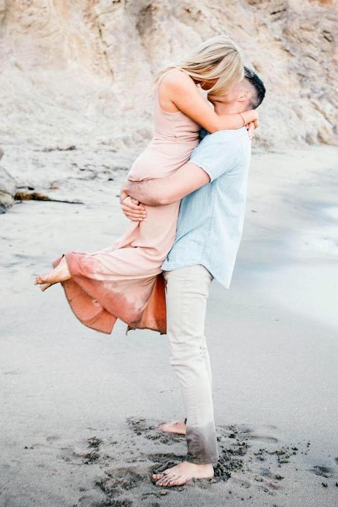 best beach proposal exiciting moment of an engamement kiss