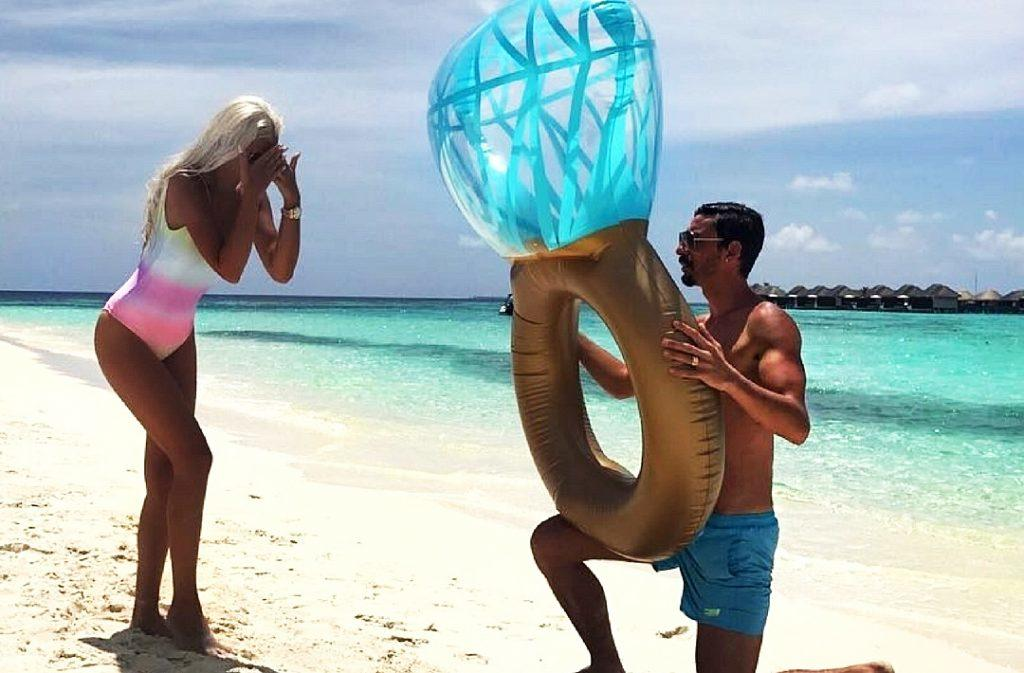 best beach proposals man propose a woman featured