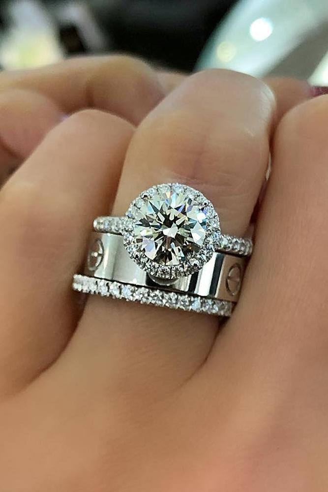 bridal sets ring white gold with one round cut diamond halo