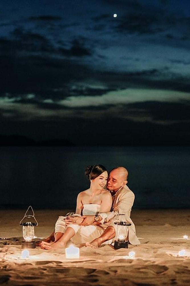 engagement pictures romantic photo ideas on the beach at night