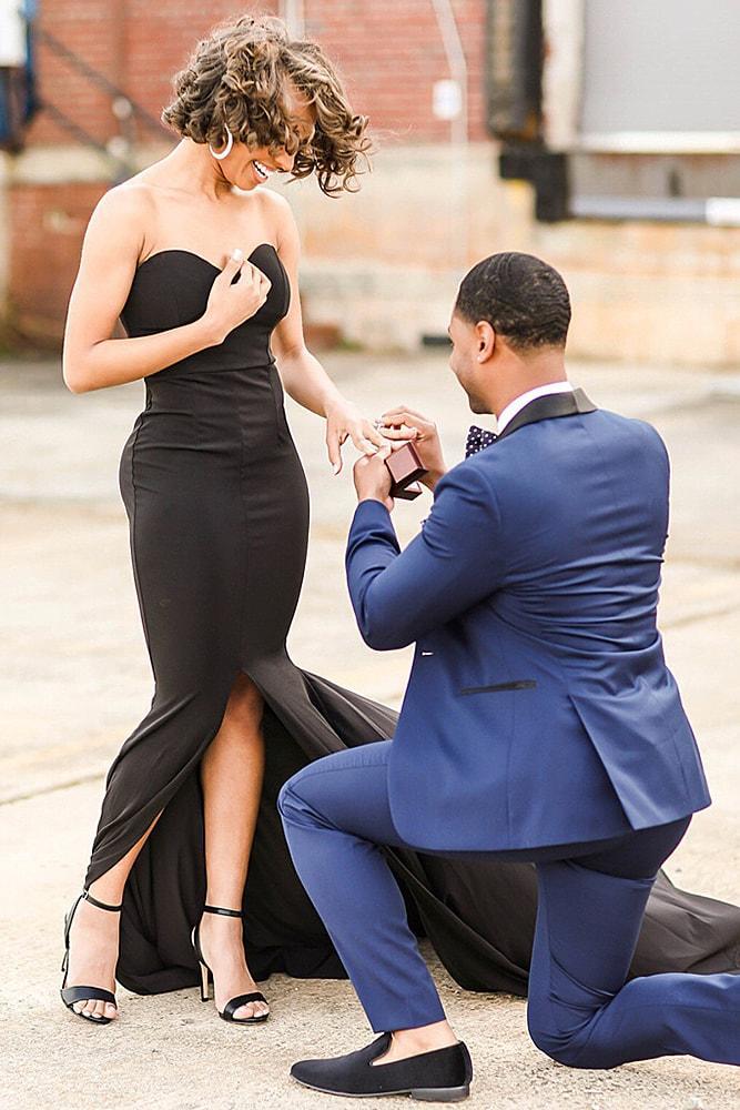 proposals man propose a woman city casual