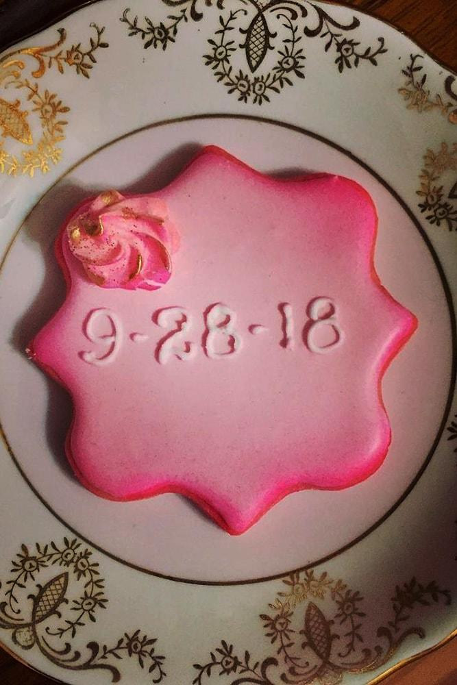 save the date ideas with sweets biscuit on the plate
