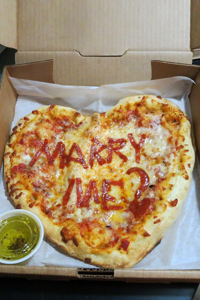 tasty proposal ideas best proposal ideas marriage proposal engagement announcement romantic proposal ideas proposal pizza
