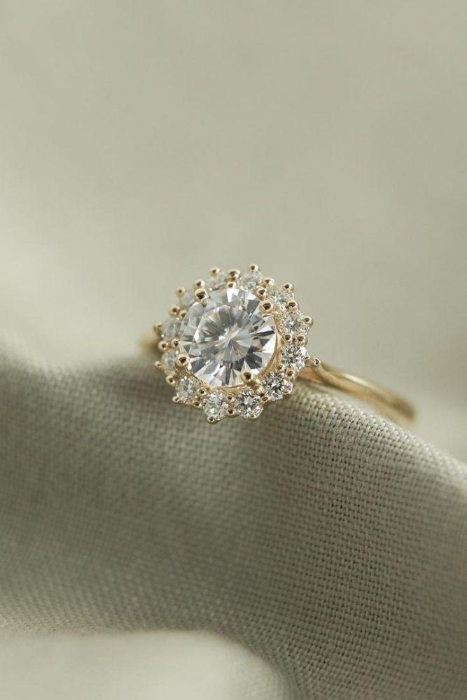 diamond engagement rings stunning diamond halo engagement rings2