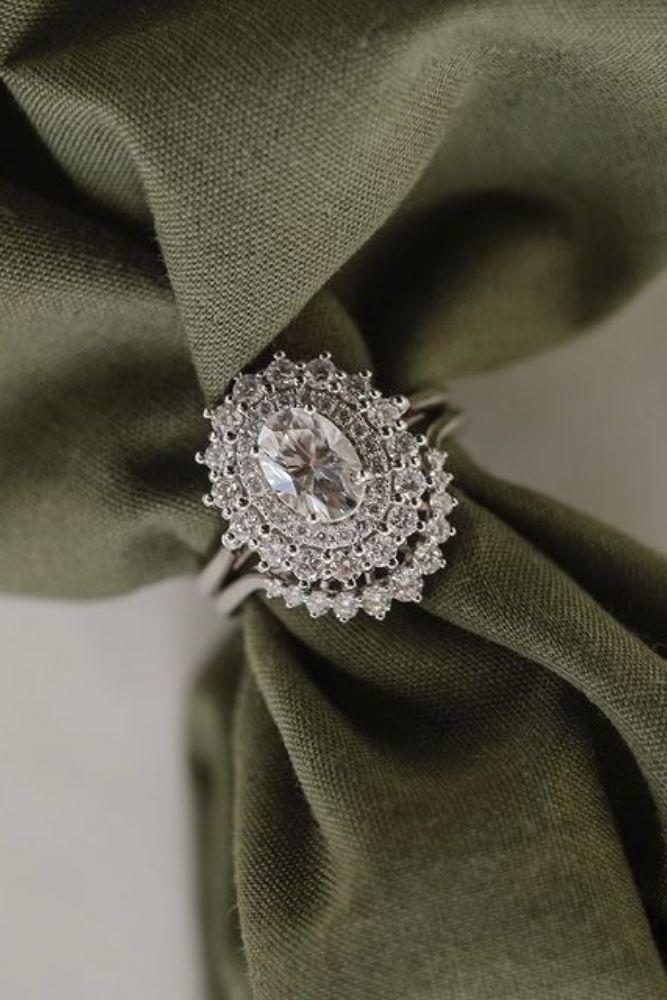 diamond engagement rings stunning diamond halo engagement rings1