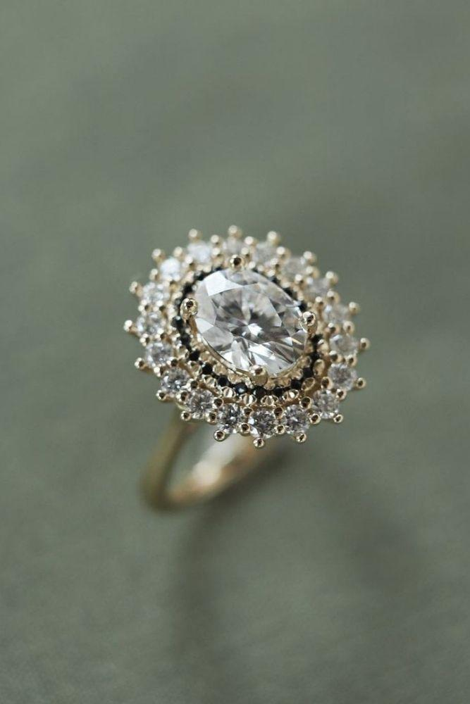 oval engagement rings halo engagement rings2